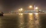 Sau cơn mưa giông, sân bay Tân Sơn Nhất chìm trong biển nước