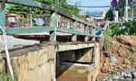 Cầu hơn 41 năm tuổi ở Sài Gòn bị sập mố do mưa
