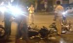Chạy nhanh tông người từ trong hẻm ra, 2 người bị thương nặng