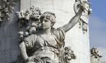 Thủ tướng Pháp: Để ngực trần tiêu biểu cho nước Pháp hơn trùm mạng che mặt