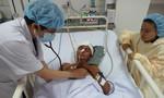 Người đàn ông không nhà, lượm ve chai bị tai nạn chấn thương sọ não cần giúp đỡ