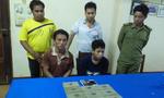 Bắt 2 người Lào mua bán 10 bánh heroin