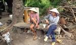Hòa mình vào xóm mót củi còn sót lại ở Sài Gòn