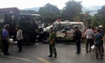 Xe cẩu tông xe cứu thương,nhiều người thương vong