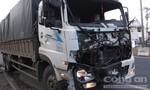 Xe tải 'hạ' conatiner đo ván giữa ngã tư Đồng Tâm
