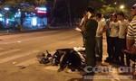 Taxi tông xe máy, một người nguy kịch
