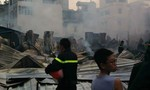 Cháy lớn tại công ty xây dựng, hàng ngàn công nhân tháo chạy