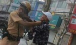 Chiến sỹ CSGT bị thanh niên xăm trổ đánh tới tấp vào mặt