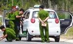 Nam thanh niên khống chế tài xế taxi hòng cướp xe ngay giữa Sài Gòn