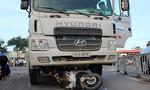 Đôi nam nữ bị xe bồn kéo lê hơn 50m trên đường phố Sài Gòn