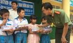 Gần 100 triệu đồng giúp đỡ học sinh nghèo