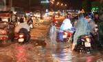 Cơn mưa chiều 27-9: Dân Biên Hòa mệt nhoài chống ngập
