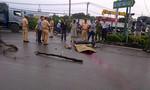 Thiếu nữ nằm chết bên xe máy trên đường