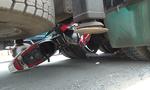 Hai người đàn ông bị xe tải cán chết giữa trưa