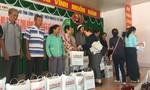 Tặng quà Tết cho người nghèo tỉnh Vĩnh Long