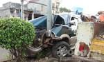 Xe 7 chỗ tông gãy cột điện, 2 người bị thương nặng