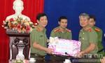 Thứ trưởng Nguyễn Văn Sơn thăm, tặng quà Tết Cục an ninh Tây Nguyên