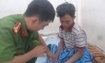 Nam thanh niên lao xe hạ gục tên cướp giữa đường phố Sài Gòn