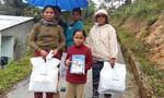 Trao tiền sửa trường và quà tết cho đồng bào nghèo miền núi