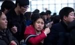 Dân Trung Quốc vạ vật ở sân bay, ga tàu chờ về quê ăn Tết