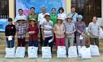 Đoàn Thanh niên Báo CATP: Tặng 100 phần quà cho đồng bào nghèo