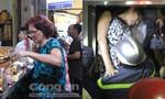 Điểm tin: Tấp nập mua sắm đồ tiễn ông Táo; 5 người kẹt trong thang máy ở Sài Gòn
