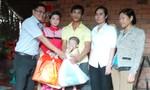 Trao tặng 100 phần quà Tết cho bà con nghèo quận 9
