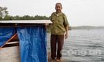 Cụ ông 76 tuổi 'canh miệng hà bá' trên Biển Hồ