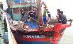 Giải cứu thành công 8 thuyền viên trên tàu cá gặp nạn