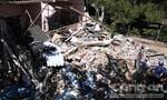 Xe khách mất lái, tông sập nhà dân ngày 30 Tết