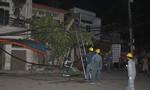 Tàu hỏa kéo ngã trụ điện, 3 xe máy trong đêm ở Sài Gòn