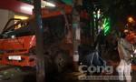 Bỏ chạy sau khi gây tai nạn, xe chuyển phát nhanh tiếp tục tông cột điện