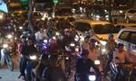 Đường Phạm Văn Đồng kẹt gần 1km trong chiều cuối tuần