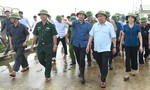 Thủ tướng hủy mọi cuộc họp, đi thị sát mưa lũ, chỉ đạo hộ đê
