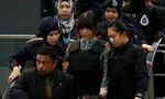 Đoàn Thị Hương bị đưa ra hiện trường ở sân bay tái hiện vụ án