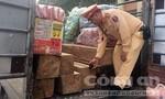Phát hiện một xe ô tô tải chở gỗ lậu