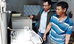 Hỗ trợ người dân sửa chữa đồ điện bốc cháy bất thường