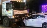 Ô tô 'nát đầu' sau cú tông mạnh vào xe bồn
