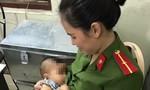 Mẹ bỏ rơi con tại nhà nghỉ, cháu bé được nữ chiến sỹ Công an cho bú