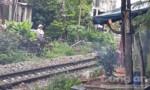 Một phụ nữ bị tàu hỏa tông chết trước nhà