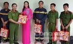Hoa hậu Kim Nguyễn tặng 40 triệu đồng cho các cảnh sát chữa cháy gặp nạn