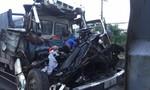 Hai xe tải tông nhau khiến tài xế và phụ xế tử vong trong cabin