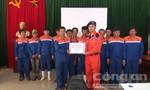 Giải cứu 13 ngư dân gặp nạn trên biển