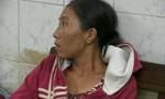 Người mẹ ẵm con gái đi xin tiền để chích ma tuý