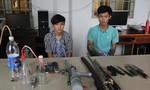 Hai 'con nghiện' mua bán ma tuý tại nhà, thủ mã tấu phòng thân