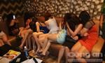 TP.HCM: Hàng trăm cô gái ăn mặc khiêu gợi trong các quán karaoke không phép