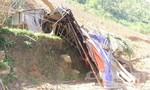 Di dời trong đêm 13 hộ dân ở địa điểm xảy ra sạt lở núi