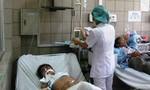 Thức ăn bị nhiễm vi sinh, 49 công nhân nhập viện