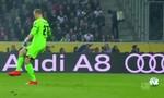 Clip: Hài hước thủ môn Bundesliga suýt để thủng lưới vì...đá hụt bóng