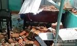 Triều cường đánh sập hàng chục ngôi nhà do ảnh hưởng bão